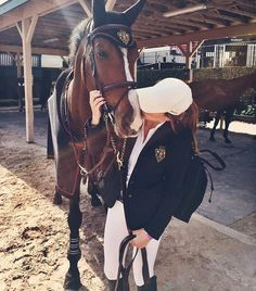 The most important role of equestrian clothing is for security Although horses can be trained they can be unforeseeable when provoked. Riders are susceptible while riding and handling horses, espec… Cute Horses, Pretty Horses, Horse Love, Horse Girl, Beautiful Horses, Horse Photos, Horse Pictures, Equestrian Outfits, Equestrian Style