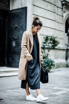 the Look: Street Style If your go-to uniform of black skinnies and boots is wearing thin, seek some street style inspo on how to mix up your relaxed repertoire. From cool layering to casual winter whites, here are the looks we'll be emulating this week… Street Style Jeans, Street Style Outfits, Look Street Style, Casual Street Style, Mode Outfits, Street Styles, Casual Chic, White Casual, How To Wear Sneakers