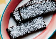 Chocolate Coconut Date Bars. Discover our recipe rated by 10 members. Date Bars, Cacao Beans, Cacao Nibs, Recipe Ratings, Vegan Gluten Free, Yummy Treats, A Food, Food Processor Recipes, Sweet Tooth