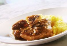 A la Distasio Osso Bucco with Gremolata. Osso Bucco Porc, Quebec, Pork Osso Bucco Recipe, Risotto Milanese, Pork Recipes, Cooking Recipes, Braised Beef, Recipe For 4, Pressure Cooker Recipes