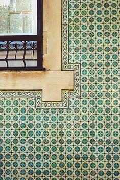 Portugal Handmade tiles can be colour coordinated and customized re. shape, texture, pattern, etc. by ceramic design studios Tile Art, Mosaic Tiles, Wall Tiles, Tiling, Tile Patterns, Textures Patterns, House Tiles, Decoration Inspiration, Portuguese Tiles