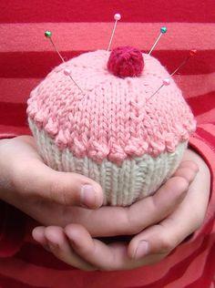Free pattern - cupcake pincushion