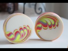 Making and Cutting round soap swirl - YouTube