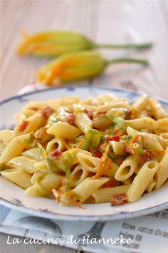Pasta allo speck, taleggio e fiori di zucca