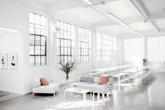 When we last dropped in on onlineSF fashion lineEverlane, they had just stepped up from a shoebox on Sutter Street to an 8,000-square-foot Mission District warehouse with soaring ceilings and custom white furniture. That was exactlytwo years ago, and the brand—whichspecializes in men's and women'sbasics for the modern minimalist wardrobe—has since outgrown its office and […]