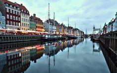 Как провести выходные в Копенгагене. Предположим вы приехали на выходные в Копенгаген и у вас есть 48 часов что бы осмотреть этот прекрасный город. Мы разработали двухдневный маршрут по столице Дании и постарались сделать его разнообразным, каждая достопримечательность по своему оригинальна. Маршрут разработан так, что бы вы не устали и получили разные по окрасу эмоции.