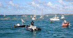 """Quelque 120 bateaux et 500 hommes et femmes ont pris la mer ce samedi après-midi. Pour qu'on ne leur prenne pas leur sable. Une """" colère en mer """" impressionnante."""
