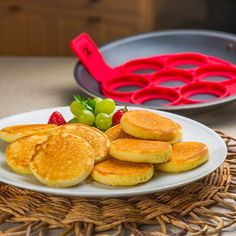 The Pancake Flipping makes perfectly-shaped pancakes every time! Just place the special non-stick, silicone insert in your pan, pour batter in the rings, brown, then lift and flip. You'll have a stack