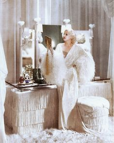 Old Hollywood glamour, vanity dressing table Jean Harlow. Both beautiful Glamour Vintage, Glamour Hollywoodien, Old Hollywood Glamour, Vintage Hollywood, Hollywood Stars, Vintage Beauty, Classic Hollywood, Old Hollywood Vanity, Vintage Vanity