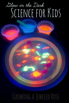 AMAZING glow in the dark Science experiments for kids using oil and water. Via @kidCourses #teach #science