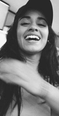 Que felicidade no rosto da Camila Cabello!