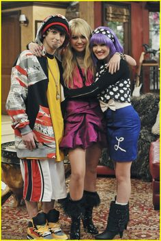 Disney Channel is bringing back one of your favorite shows ever. Every single 'Hannah Montana' episode will officially air starting December Disney Channel Stars, Old Disney Channel, Disney Channel Movies, Hannah Montana Outfits, Hannah Montana Forever, Miley Cyrus, Skai Jackson, Cameron Boyce, Lizzie Mcguire