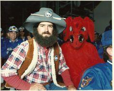 Ellsworth's Black Hills Bandit next to Clifford the Big Red Dog (?)
