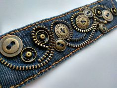 Nähprojekte Kleidung Upcycling Buttons 25 Neue Ideen – UPCYCLING IDEEN Sewing projects clothing upcycling buttons 25 new ideas, Diy Jeans, Recycle Jeans, Sewing Jeans, Jean Crafts, Denim Crafts, Button Crafts, Zipper Jewelry, Fabric Jewelry, Fabric Bracelets
