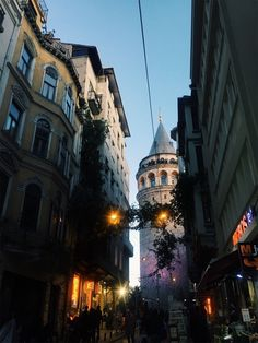Tumblr Dream City, Traveling With Baby, Istanbul Turkey, Latina, Travel Photography, Photography Ideas, Sailing, Tower, Europe