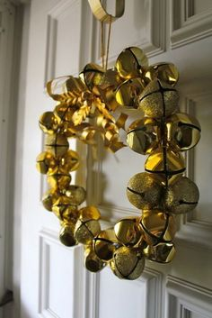 Golden Jingle Bell Wreath ~ 51 Ideas To Use Jingle Bells In Christmas Décor | DigsDigs