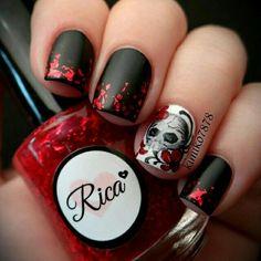Skull , Black & Red , Flowers . #NAILS