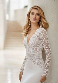Lightweight wedding dress in beaded lace and crepe Georgette. Deep-plunge neckline, V-back with dot tulle and long sleeves. Guipure and beaded lace detail at the waist. Puffy Prom Dresses, Nice Dresses, Formal Dresses, Wedding Dress Pictures, Wedding Dresses 2018, Bridal Dresses, Winter Wedding Dresses, Classy Wedding Dress, Up Dos