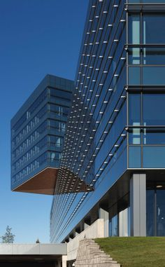 Zurich North America Headquarters (© Steinkamp Photography/Courtesy of Goettsch Partners)