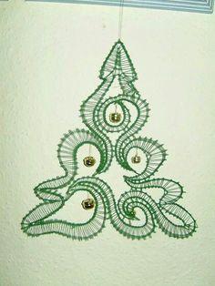 Risultati immagini per bobbin lace patterns free Lace Christmas Tree, Doily Art, Bobbin Lace Patterns, Lacemaking, Lace Heart, Point Lace, Lace Jewelry, Needle Lace, Beaded Embroidery