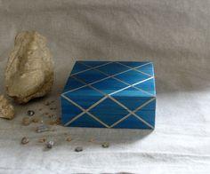 Boîte en marqueterie de paille bleu et filet : Boîtes, coffrets par jylitis-creations