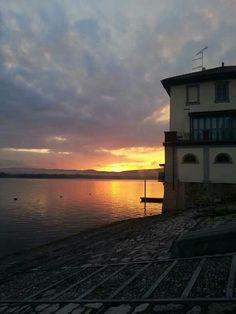 Buongiorno Vergante con l'alba di #Arona ( #Novara #Piedmont #Italy ) #sunrise