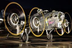 A night shot of the Flying Fortress with its engines running. photographed at SAIT Aero Centre B 17, Ww2 Aircraft, Military Aircraft, Thermal Spraying, Image Avion, Ww2 Planes, Vintage Airplanes, Aircraft Pictures, Nose Art