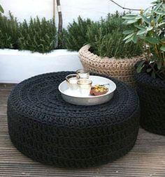 """Você sabia que esse objeto demora 600 anos para se decompor? Vejam algumas ideias de como reaproveitar<a href=""""http://bbel.com.br/decoracao/post/bbel-viu-e-gostou/decoracao-ecologica-com-pneus-usados"""">pneus na decoração</a>."""