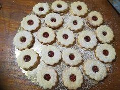 Dédike most elárulja a titkát, mitől lesz puha-omlós a linzer! Cake Recipes, Dessert Recipes, Desserts, Hungarian Recipes, Cake Cookies, Biscuits, Recipies, Muffin, Food And Drink