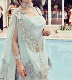 Abaya Fashion, Suit Fashion, Fashion Pants, Fashion Dresses, Fashion Looks, Abaya Designs, Pakistani Fancy Dresses, Abaya Mode, Arabic Dress