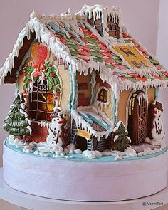 UniqueJunktique :Tuesday's Top 5 Favorite Junk Finds #15 Featuring Gingerbread Houses...Fairytale gingerbread from Cake Central
