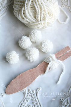 For wreaths, garland and trees: pom pom maker