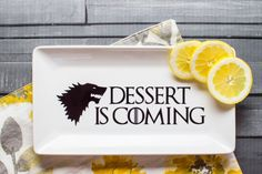 Serve your favorite sweets on this fun Game of Thrones inspired dessert plate! Make it with your Silhouette machine & vinyl just in time for the new season. Game Of Thrones Drink, Game Of Thrones Cake, Jaqen H Ghar, White Frosting, Some Games, Vanilla Buttercream, Silhouette Cameo Projects, Silhouette Machine, Cricut Creations