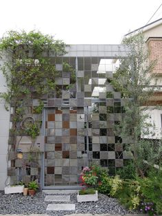 What once seemed like a fad in landscape architecture has become a new facade standard: the vertical garden. Whether to add greenery to an area otherwise bou...