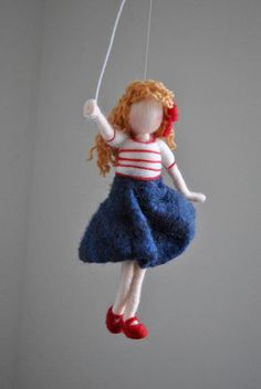Girls Room Decoration Needle Felted wall hanging doll : Girl with red balloon 50 Diy Christmas Decorations, Christmas Diy, Nuno Felting, Needle Felting, Red Balloon, Balloons, Felt Wall Hanging, Felt Mobile, Felt Fairy