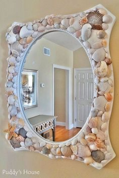 ▷ 1001 + ideas and craft tutorials on crafting with shells - DIY Deko - amazing craft Seashell Art, Seashell Crafts, Beach Crafts, Seashell Decorations, Mirror Crafts, Diy Mirror, Deco Theme Marin, Seashell Projects, Home Projects