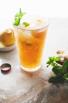 Ginger peach julep - with a homemade ginger syrup, peaches, mint, bourbon, ginger ale. Refreshing Drinks, Summer Drinks, Cocktail Drinks, Cocktail Recipes, Drink Recipes, Ginger Peach, Ginger Beer, Peach Juice, Fruit Drinks