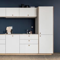With its stylish round handle the Basis-kitchen from Reform is a good example of timeless and classical kitchen design.