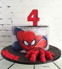 Spiderman Cake Ideas for Little Super Heroes - Novelty Birthday Cakes Spider Man Party, Fête Spider Man, Spider Man Cakes, Spiderman Birthday Cake, Superhero Cake, Themed Cupcakes, Birthday Cupcakes, Party Cupcakes, Homemade Fondant