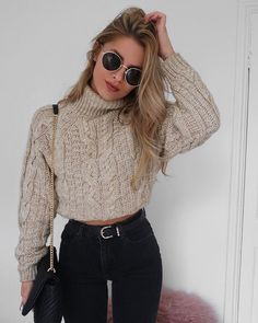 "1,339 mentions J'aime, 10 commentaires - Lydia Rose (@fashioninflux) sur Instagram : ""Not okay with this jumper still being weather appropriate """