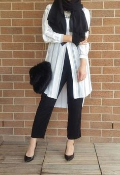 trendy fashion casual girl work outfits Source by outfits hijab Ideas Hijab, Hijab Trends, Muslim Women Fashion, Islamic Fashion, Casual Hijab Outfit, Hijab Chic, Grunge Style, Soft Grunge, Tokyo Street Fashion