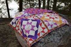 A Summer Solstice quilt that is. Started in a sew-along (geez, what a surprise) in the summer of 2016 with Melissa at Happy Quilting, finally I pieced the top with some narrow sashing in December 2…