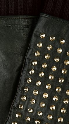 GUANTES DE PIEL CON TACHUELAS | Burberry O/I 2012-13 men collection
