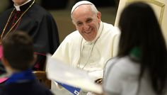 """Il Papa: """"Io comunista? No, i poveri sono il cuore del Vangelo"""""""