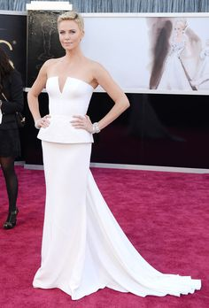 Vision in White – Charlize Theron stepped out to the 85th Annual Academy Awards on February 24th, 2013.(Image Credit: Getty Images)