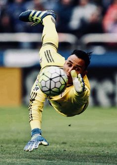 Paul Fisher was a goalkeeper for his soccer team and he has some amazing skills. Even though he had horrible eyesight. First Football, Football Love, Best Football Team, Real Madrid Team, Real Madrid Football Club, Navas Real Madrid, Milan, Best Club, Chelsea