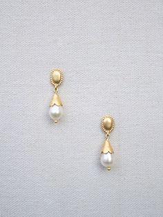 Gold Jhumka Earrings, Jewelry Design Earrings, Gold Rings Jewelry, Gold Earrings Designs, Bridal Earrings, Pearl Jewelry, Jewelery, Baby Jewelry, Gold Ring Designs