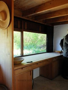 Sommerhaus Roland Rainer, St. Margarethen, Burgenland. A built-in desk like this for under the window near the fireplace?