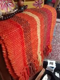 Resultado de imagen para caminos para mesa tejidos telar Tapestry Weaving, Loom Weaving, Hand Weaving, Textiles, Tear, Soft Furnishings, Lana, Easy Diy, Embroidery