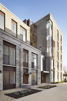 The University of Cambridge has commenced a masterplan, expanding the campus to north west Cambridge. Brick Architecture, Architecture Details, Contemporary Architecture, Paving Design, Facade Design, Cambridge Architecture, Brick Detail, Townhouse Designs, Brick Facade